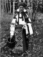 Женщина в праздничном костюме Касимовского уезда (с. Парахино). Конец XIX-начало XX в.