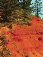 Красная глина в Окситании. Иллюстрация из книги Светланы Левашовой «Откровение»