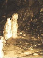 Ещё одно природное чудо. В той же пещере бредут две одинокие фигурки... Мать и дочь?.. Иллюстрация из книги Светланы Левашовой «Откровение»