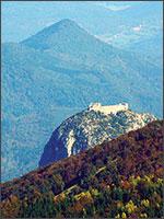 Вид на Монсегюр с горы Бидорты. Иллюстрация из книги Светланы Левашовой «Откровение»