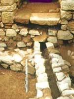 Бибракта (Bibracte). Каналы, по которым вода распределялась в городе