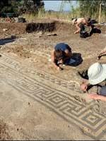 Мозаика со славяно-арийскими символами в Але (Ales), в центре средиземноморского побережья Франции