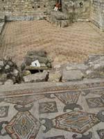 Мозаика со славяно-арийскими символами в Монкаре (Montcaret), юго-запад Франции