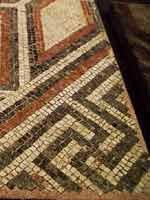 Мозаика со славяно-арийскими символами на вилле la Lonquette-Bordeaux, запад Франции