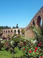 Акведук в городе Пласенсия (Plasencia), запад Испании