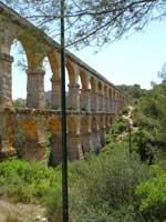 Акведук в городе Таррагона (Tarragona), восток Испании