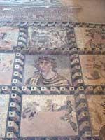 Мозаика с изображением людей, героев и богов