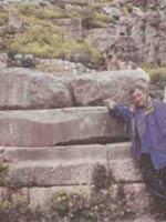 Дельфийский храм Аполлона. Цоколь от колонны