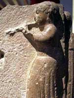 Глиняная фигурка иберийской женщины со свастикой на поясе