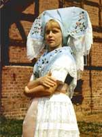 Девушки в праздничных костюмах из города Шпреевальд, Нижняя Лужица