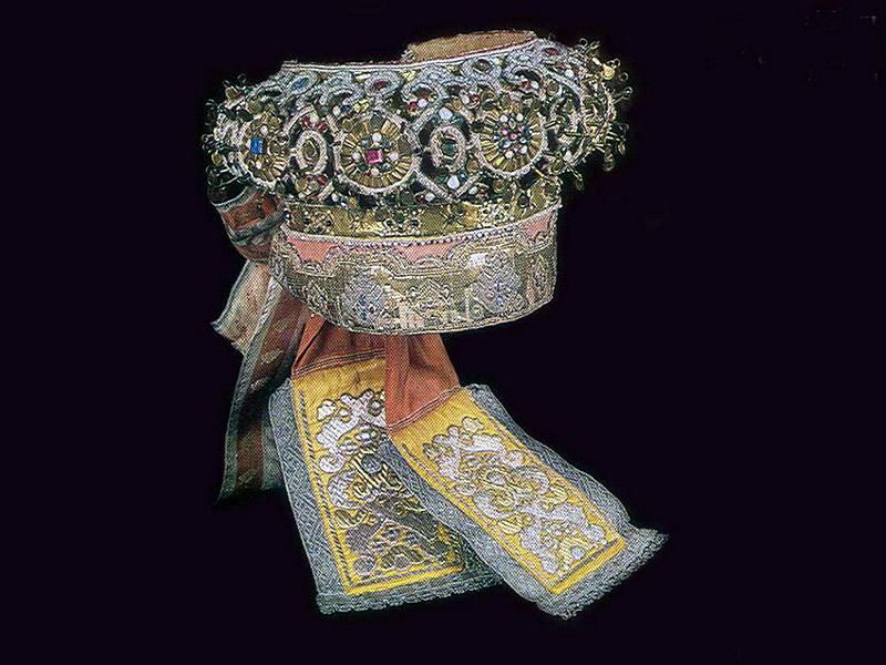 По своей конструкции этот головной убор представляет собой кокошник.  Это старинный русский головной убор...