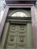Гранитная облицовка двери здания Главного Штаба