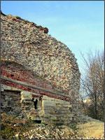 Рис. 4. Разрушающийся смоленский кремль