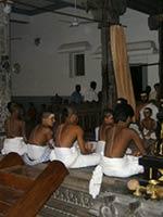 Оселедцы-шикхи у учеников брахмана