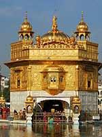 Луковицеобразные купола Золотого храма в Амритсаре, Пенджаб (Amritsar, Punjab)