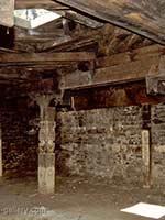 Внутри храма калашей