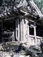 Могила кафиристанского вождя племени в долине Вайгул
