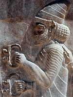 Браслеты из Амударьинского клада на стенах Персеполя